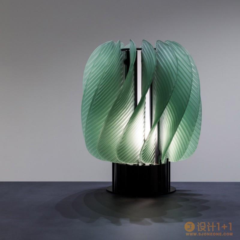 会旋转的玻璃灯具设计