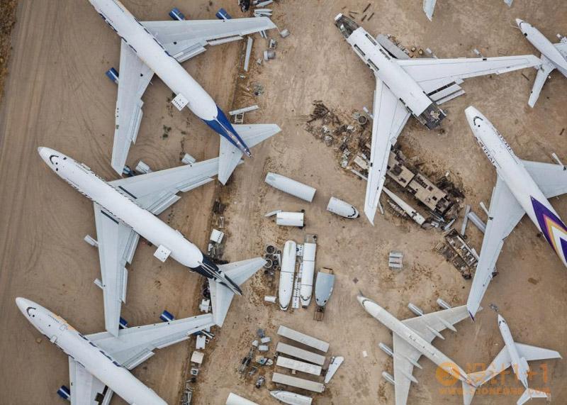 Mike Kelley:俯拍视角展现美国繁忙的机场