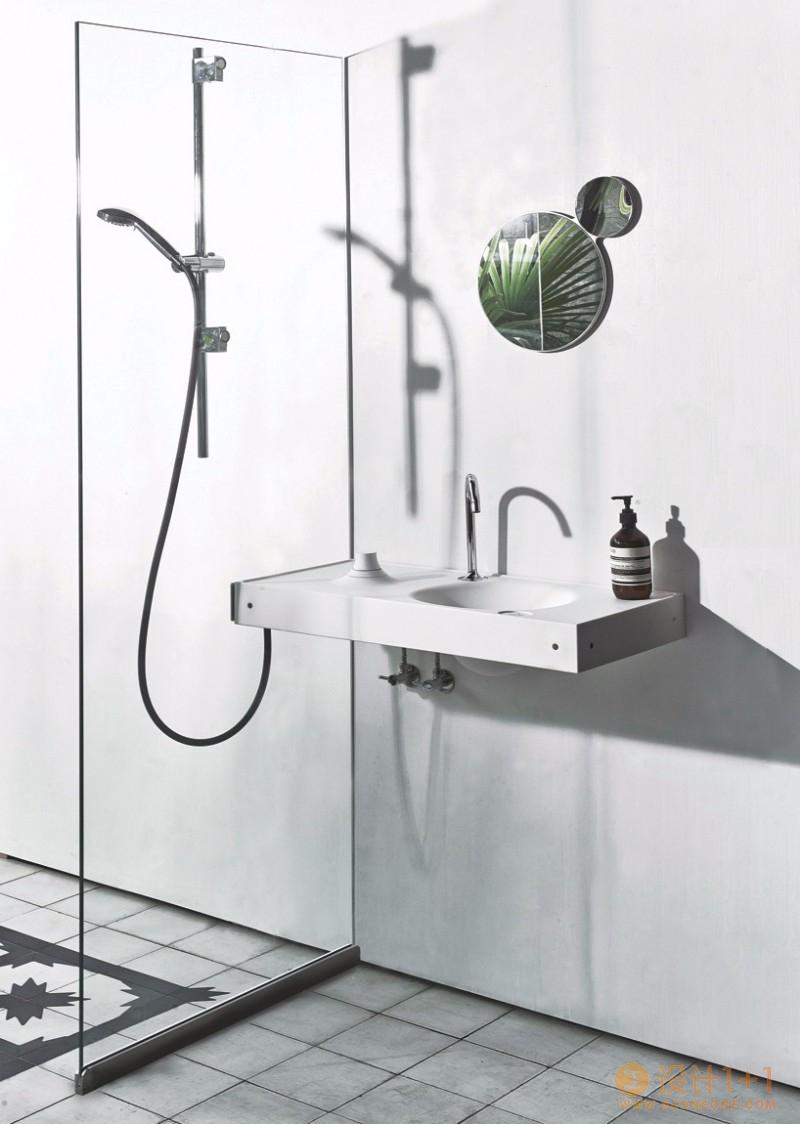 连接洗手盆和淋浴墙的HOST卫浴系统