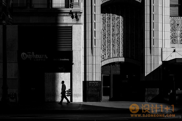 黑白还是彩色?街头摄影要如何选择?